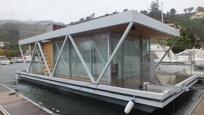 Casa Flutuante FLOATING HOUSE
